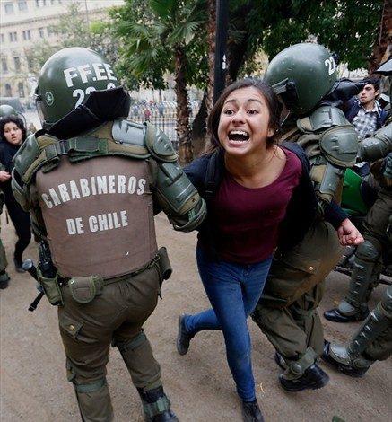 Joven actriz acusó aborto tras golpiza de Carabineros tras la marcha