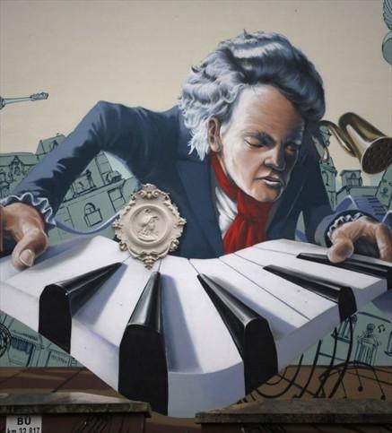 """""""Ciudadano a pata"""" se prepara para los 250 años del natalicio de Beethoven, y pasó por Villa Baviera"""