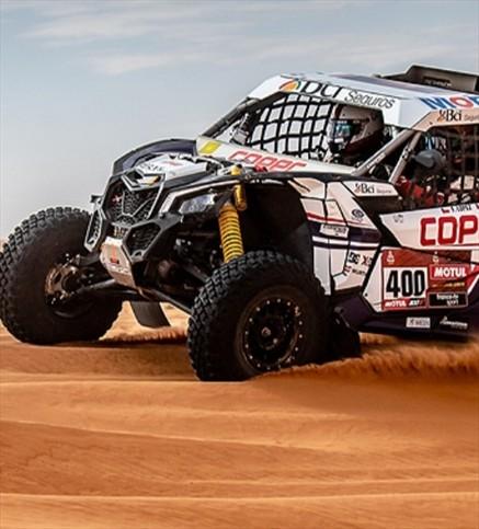 """Francisco """"Chaleco"""" López redujo a la mitad la diferencia con el líder en el Rally Dakar 2020"""