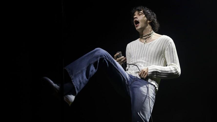 """The 1975 cancela show por """"enfermedad grave"""" de su vocalista Matthew Healy"""