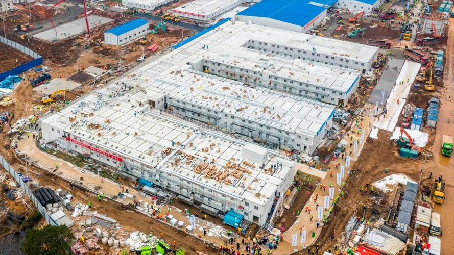 China tardó diez días en construir un hospital para contagiados con el coronavirus de Wuhan