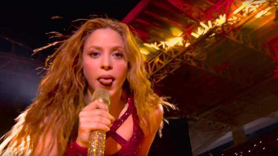 Shakira generó ola de memes por sacar la lengua en show de Super Bowl, pero el gesto significa algo