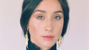 Denise Rosenthal homenajeó a la activista feminista Elena Caffarena con su look del día 2 de Viña 2020