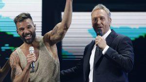 """Ricky Martin le dio un """"piquito"""" a Martín Cárcamo en Viña 2020"""