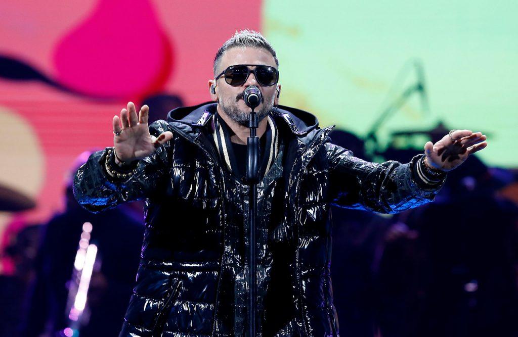 Pedro Capó tuvo un show breve y se llevó las dos gaviotas en Viña 2020