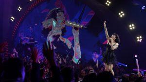 Grupo de mujeres se hizo presente durante show de Mon Laferte en Viña 2020