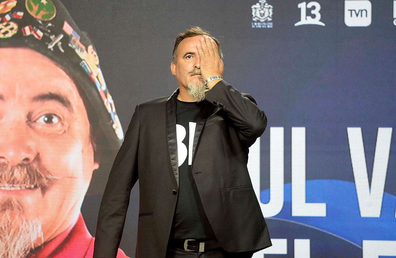 Paul Vásquez se tapó un ojo en conferencia de Viña