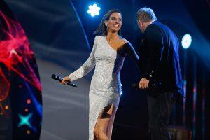 María Luisa Godoy sufrió pequeño tropiezo en su ingreso al escenario de Viña 2020