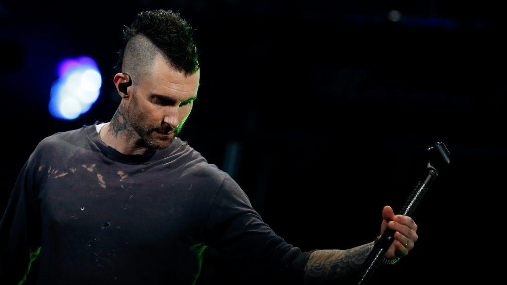 Rápido y sin Gaviotas: así fue la salida de Maroon 5 de la Quinta Vergara