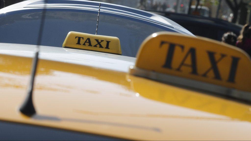 En prisión preventiva quedó taxista acusado de violar a dos mujeres en Santiago