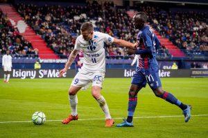 El absurdo autogol en el partido Caen-Grenoble del fútbol francés
