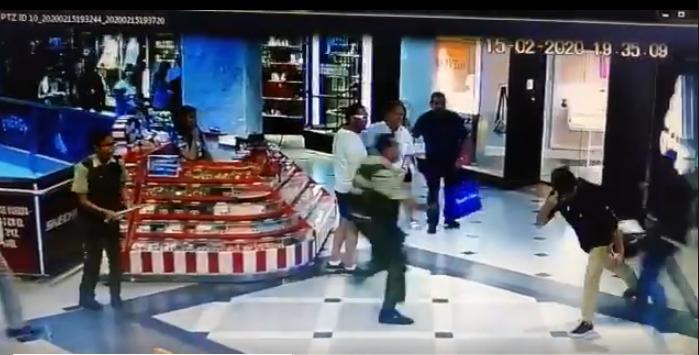 """La zancadilla """"de taquito"""" que impidió escape de ladrón en mall de Viña del Mar"""