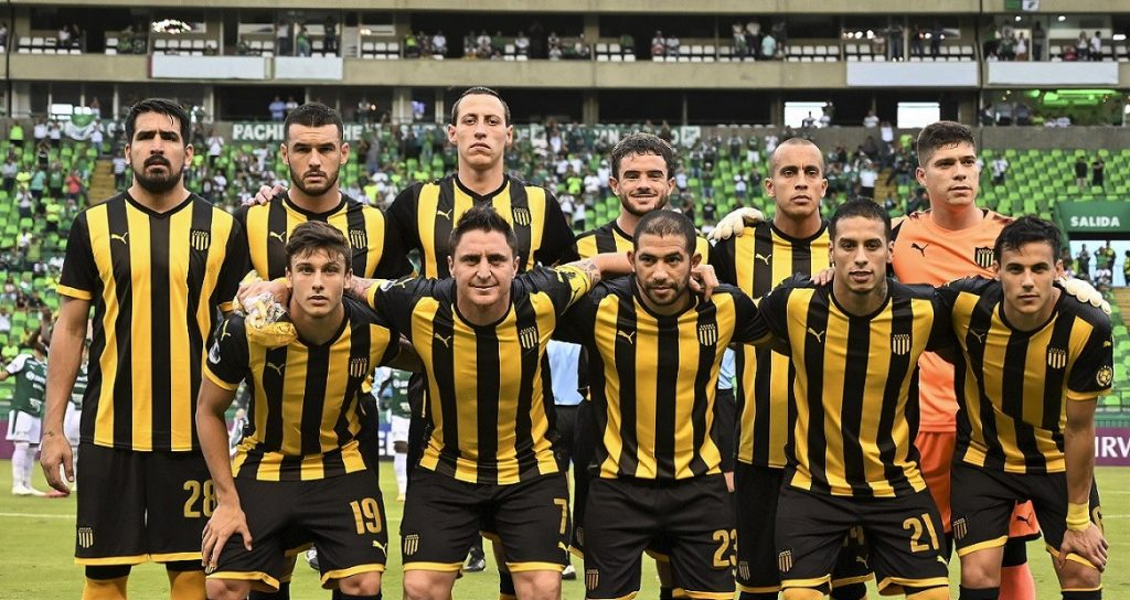 Peñarol presentó lista oficial para enfrentar a Colo Colo en el grupo de la Copa Libertadores