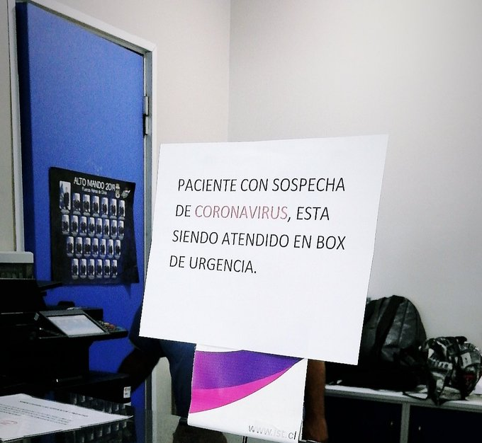 Fotografía en boxes de admisión del hospital FACh. Foto por @tamirojasp