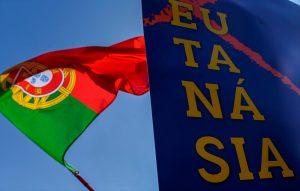 El parlamento de Portugal aprobó legislar la despenalización de la eutanasia