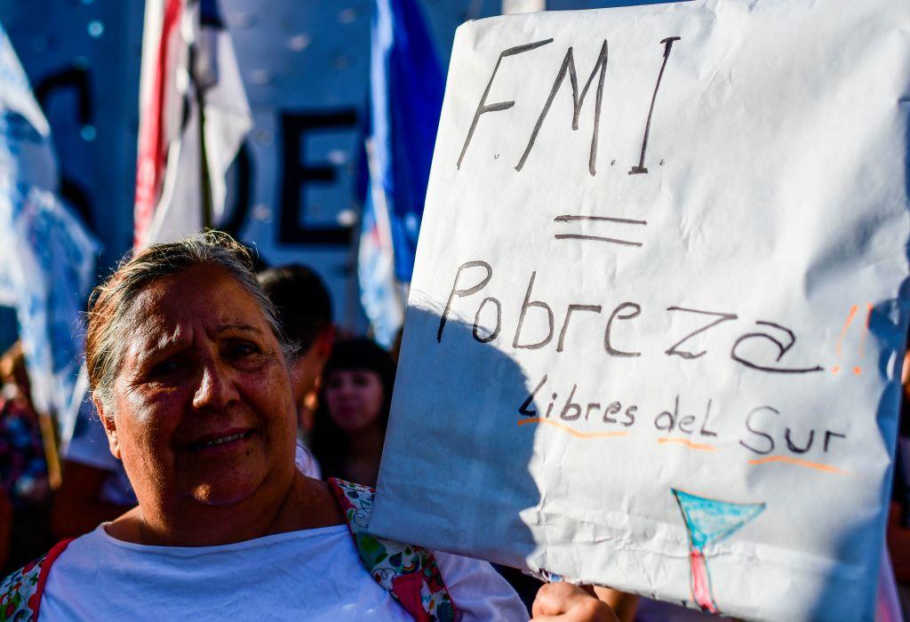 Manifestantes rechazan la deuda con el FMI en Buenos Aires