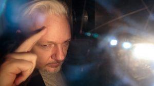 Trump ofreció un indulto a Assange si negaba el hackeo ruso a los correos del Partido Demócrata
