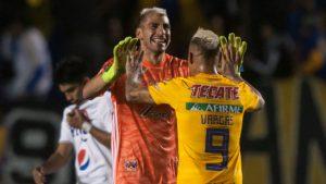 Nahuel Guzmán y Eduardo Vargas fueron los héroes de Tigres en la Concachampions