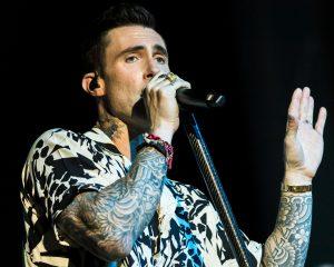 ¿Mucha demora?: Revisa las reacciones al atraso del show de Maroon 5 en Viña 2020