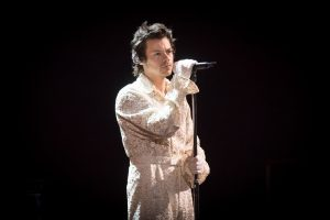 """Harry Styles lanzó el video de """"Falling"""" y emocionó a sus seguidores"""