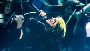 Billie Eilish cantó en vivo No Time to Die