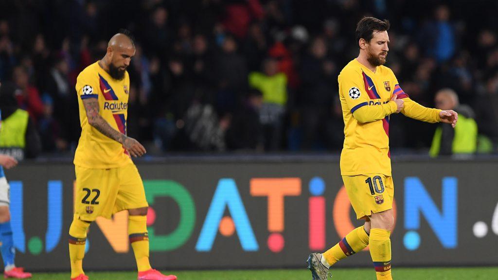 Arturo Vidal fue expulsado en igualdad del Barcelona ante el Napoli