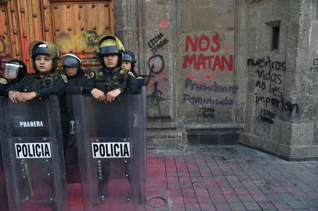 Protesta ante el Palacio Nacional de México