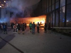 Bomberos combate un nuevo incendio al interior del Museo Violeta Parra