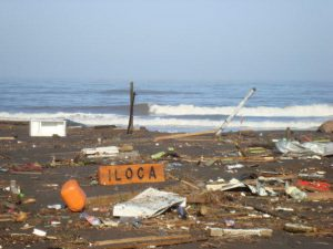 A una década del 27-F: Así quedó Iloca tres horas después del terremoto