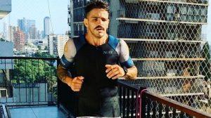 Corredor realizó desafío de hacer una maratón dentro de su departamento