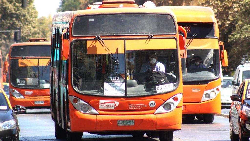 """Transantiago anunció suspensión del servicio por """"barricadas y agresiones"""""""