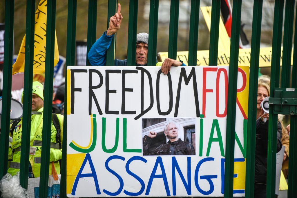 Assange enfrenta un juicio de extradición en el Reino Unido
