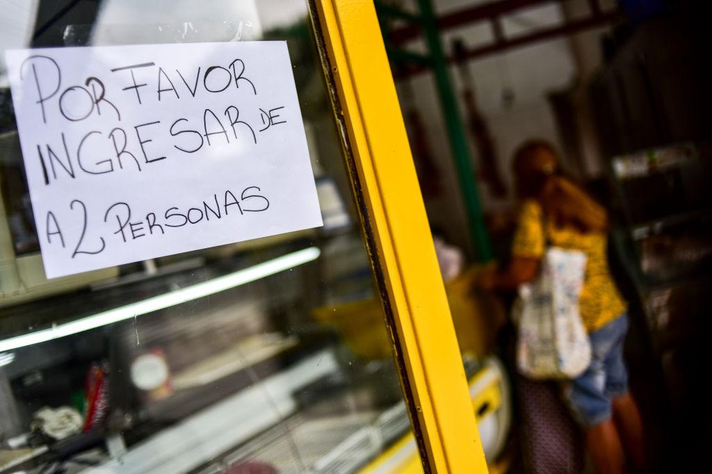 Una carnicería en Argentina informa medidas de distancia social