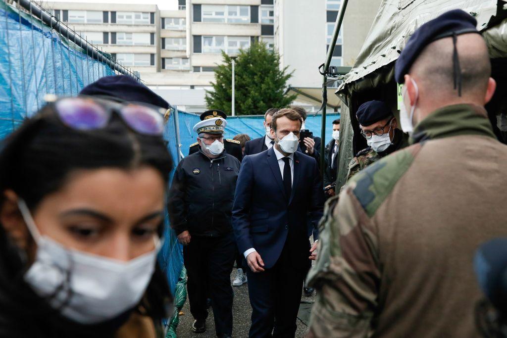 Macron visita las instalaciones de un hospital francés en la ciudad de Mulhouse
