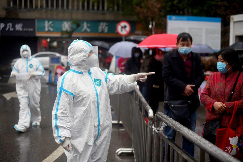Personal médico reitera las medidas de protección en un hospital de la ciudad china de Huanggang