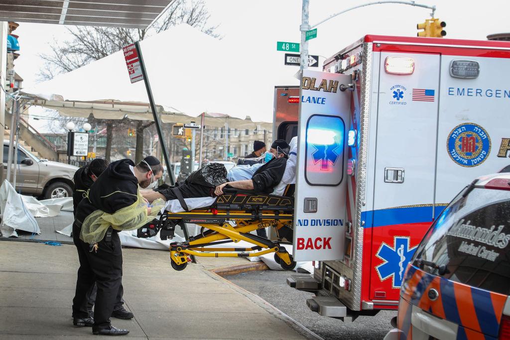 Un paciente estadounidense es llevado a un hospital en la ciudad de Nueva York