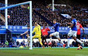 Premier League quiere terminar con regla que otorga penales por cualquier mano en el área