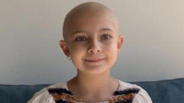 """Buscan """"gemelo genético"""" para niña de ocho años con leucemia"""