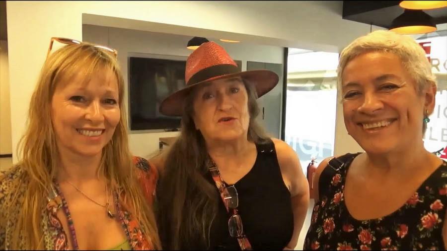 Con Ana María Gazmuri, Pía Barros y Carmen Prieto en espera del 8 y 9 de marzo