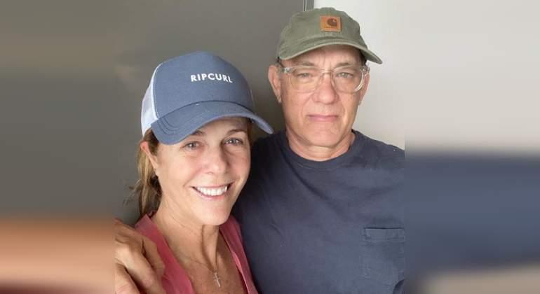 Tom Hanks y su esposa Rita Wilson. Ambos fueron las primeras celebridades y ahora ya se encuentran recuperados.
