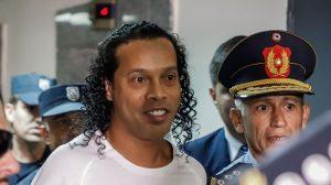 Ronaldinho sale de la cárcel en Paraguay y ahora cumplirá arresto domiciliario