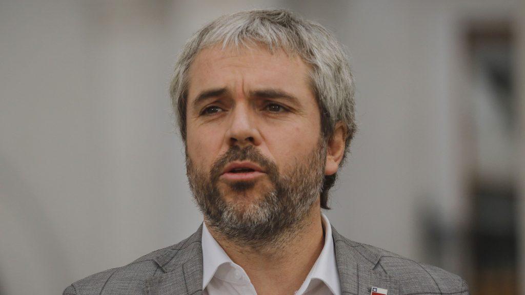 Ministro Blumel descartó aplicar cuarentena total en todo el territorio