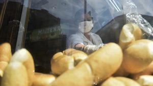 Gremio de panaderos tras reunión con ministro de Agricultura: No habrá aumento en el precio del pan