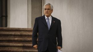Diputados denunciarán a Piñera por fotos en Plaza Italia