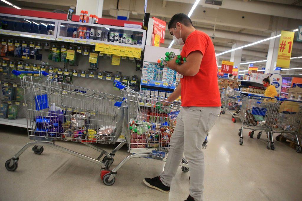 Supermercados en Ñuñoa y Peñalolén cerraron por colaborador externo contagiado con Covid-19