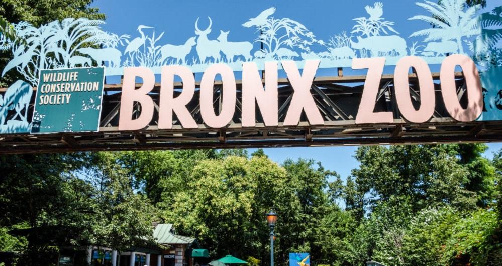 La entrada al complejo del Zoológico del Bronx en la ciudad de Nueva York