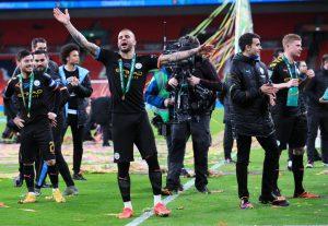 Jugador de Manchester City no soportó cuarentena por Covid-19 y realizó una fiesta con prostitutas