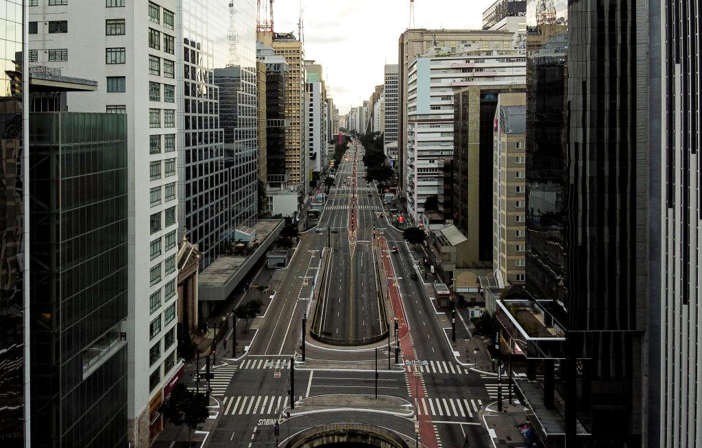 Un vacía Avenida Paulista en la ciudad brasilera de Sao Paulo