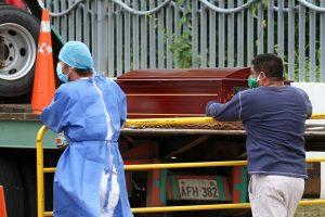 Ecuador en plena crisis del coronavirus sufre la acumulación de cadáveres en las casas