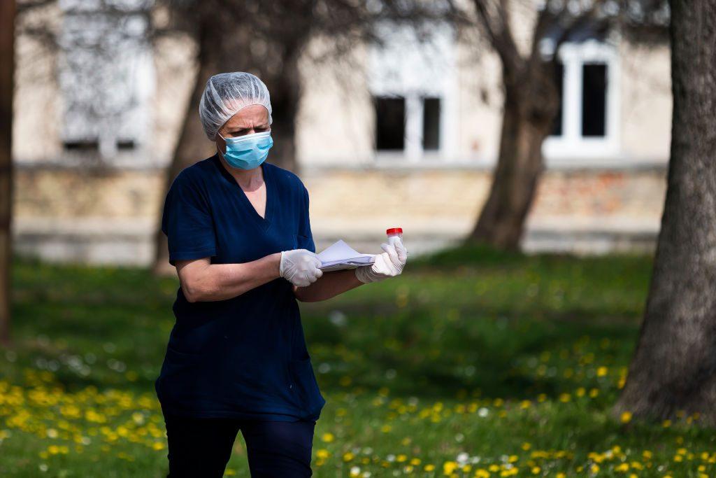 """Psicóloga criticó """"discriminación y estigma"""" a profesionales de la salud en medio de la pandemia: """"Son los mismos que te van a tener que cuidar"""""""